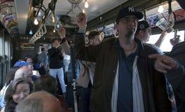 Drev för tappning för låg spänning för Yankeefanritt till stadion för openin Royaltyfria Foton