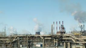 drev Fabriker och ekologi förorening för fabrik för luftbakgrund blå arkivfilmer