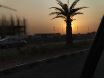 Drev i väg från stad fotografering för bildbyråer