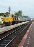 Drev- och järnvägtappningspår Arkivbild