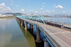 Drev på bron Arkivfoton
