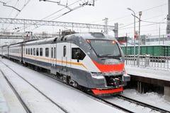 Drevet är på järnvägsstationen kontorist Vinter Ryssland arkivbild