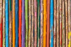 Drewna kolorowy malujący ogrodzenie Zdjęcia Stock