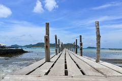 Drewna most morze przy samaesarn Thailand Obrazy Royalty Free
