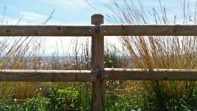 Drewna ogrodzenie w wierzchołku góra Obrazy Royalty Free
