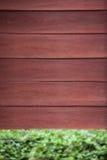 Drewna ogrodzenie z zielenią Zdjęcia Royalty Free