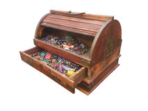 Drewna pudełko z z paciorkami kolią fotografia stock