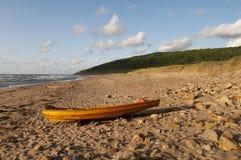 Drewniana łódź na plaży Fotografia Royalty Free