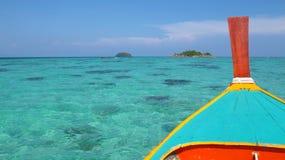 Drewniana łódź przy lipe wyspą Zdjęcia Stock