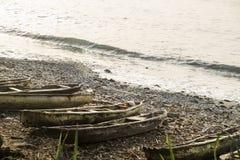 Drewniana łódź rybacka na tropikalnej wyspie sao wolumin Zdjęcia Royalty Free