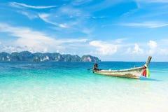 Drewniana łódź w morzu Fotografia Stock