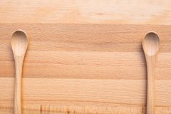 Drewniana łyżka na drewnianym tle Obrazy Royalty Free