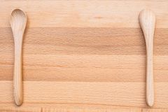 Drewniana łyżka na drewnianym tle Zdjęcie Stock