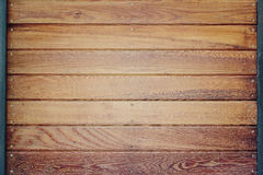 Drewniana ściana z niektóre żelaznym szczegółu tłem Zdjęcia Royalty Free