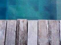 Drewniana ścieżka obok basenu Obraz Royalty Free