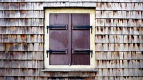 Drewniana ścienna tekstura i okno horyzontalni obrazy royalty free