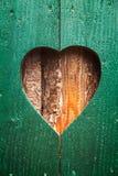 Drewniana żaluzja z sercem zdjęcia royalty free