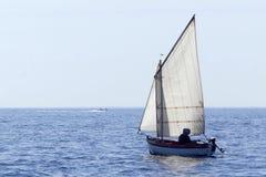 Drewniana żeglowanie łódź Zdjęcia Royalty Free