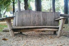 Drewniana ławka na jesieni brzozy drzew tle Mannheim obrazy stock