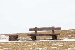 Drewniana ławka przy zima czasem Zdjęcia Stock
