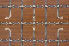 Drewniana baza z wzorem robić od fałszującego żelaza, tło obraz royalty free