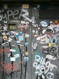 Drewniana brama maluje z graffiti Zdjęcie Stock