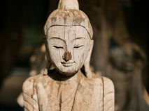 Drewniana Buddha statua w świątyni w Thailand Zdjęcie Stock