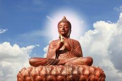 Drewniana Buddha statua z oczami zamykającymi, Zdjęcie Royalty Free