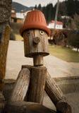 Drewniana chłopiec w jardzie Zdjęcia Stock