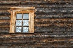 Drewniana ściana z okno Zdjęcie Stock