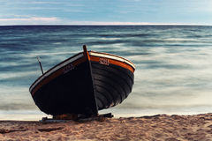 Drewniana łódź na plaży Fotografia Stock