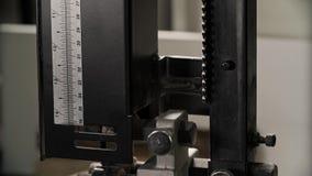 Drewniana deska z dżiga saw maszyną slajd się zbiory wideo