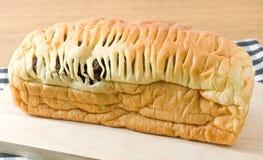 drewniana deskowa chlebowa tnąca rodzynka Zdjęcia Royalty Free