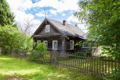 drewniana domowa stara rosyjska wioska Zdjęcie Stock