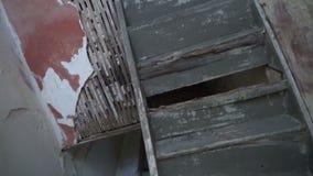Drewniana drabina w Rujnującym domu 2 zdjęcie wideo