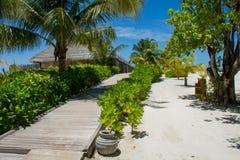 Drewniana droga bungalos przy tropikalną wyspą Zdjęcie Stock