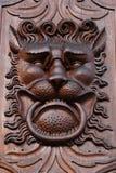 Drewniana drzwiowa dekoracja - lew głowa Obrazy Stock