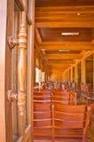 Drewniana drzwiowa rękojeść i sala konferencyjna Obraz Stock