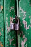 drewniana drzwiowa stara kłódka Fotografia Royalty Free