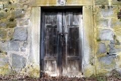 drewniana drzwiowa stara kamienna ściana Fotografia Stock