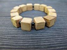 Drewniana elastyczna bransoletka Zdjęcie Royalty Free