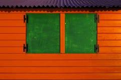 Drewniana kabina malująca w drugorzędnych kolorach Zdjęcie Royalty Free