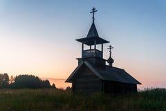 Drewniana kaplica w polu Fotografia Royalty Free