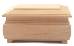 Drewniana klatka piersiowa na bielu oddzielnie Obrazy Stock