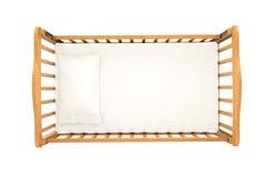 Drewniana kołyska dla dziecka z poduszką odizolowywającą na białym tle, zdjęcia royalty free