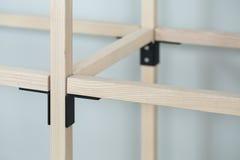 Drewniana konstrukcja z metal częściami obraz stock