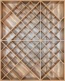 Drewniana kwadratowa półka dla wina lub książek deski z beautifu, Fotografia Royalty Free