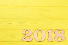 Drewniana liczba 2018 na barwionym tle Zdjęcia Royalty Free