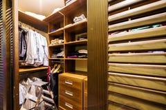 Drewniana nowożytna szafa zdjęcie royalty free