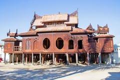 Drewniana Nyan Shwe Kgua świątynia blisko Inle jeziora Myanmar Fotografia Royalty Free